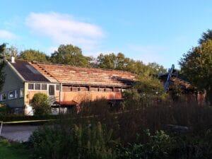 Eerste deel oude dakplaten eraf